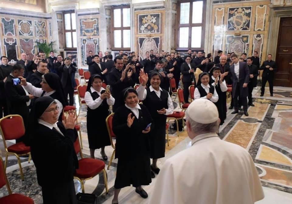 El Papa advierte de la mundanidad, al recibir a los sacerdotes mexicanos