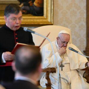 El Papa en la audiencia general: «Sin oración, la fe se apaga»