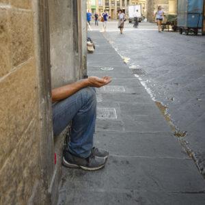 Cristianos y musulmanes de Vizcaya distribuyen juntos alimentos a jóvenes sin techo
