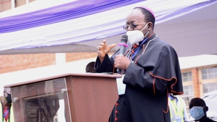 Uganda: Rumores y sospechas en la muerte del arzobispo de Kampala