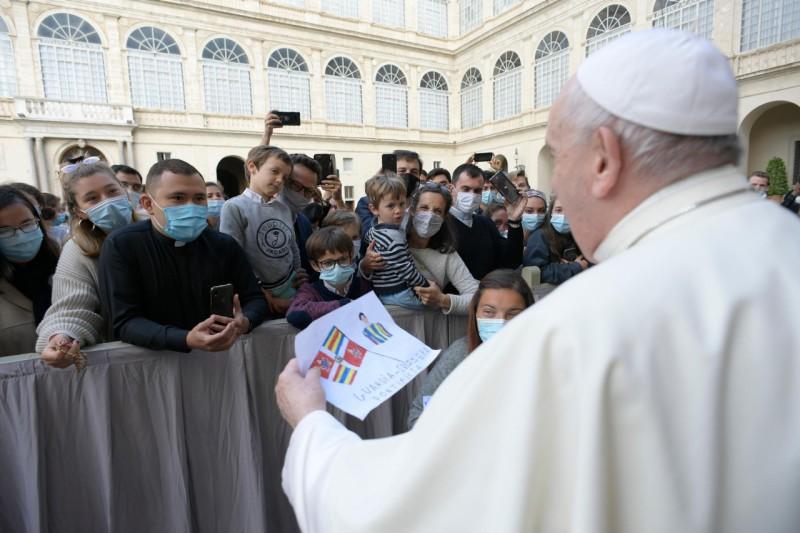 El Papa retoma las audiencias con fieles: «los peores enemigos de la oración están dentro de nosotros»