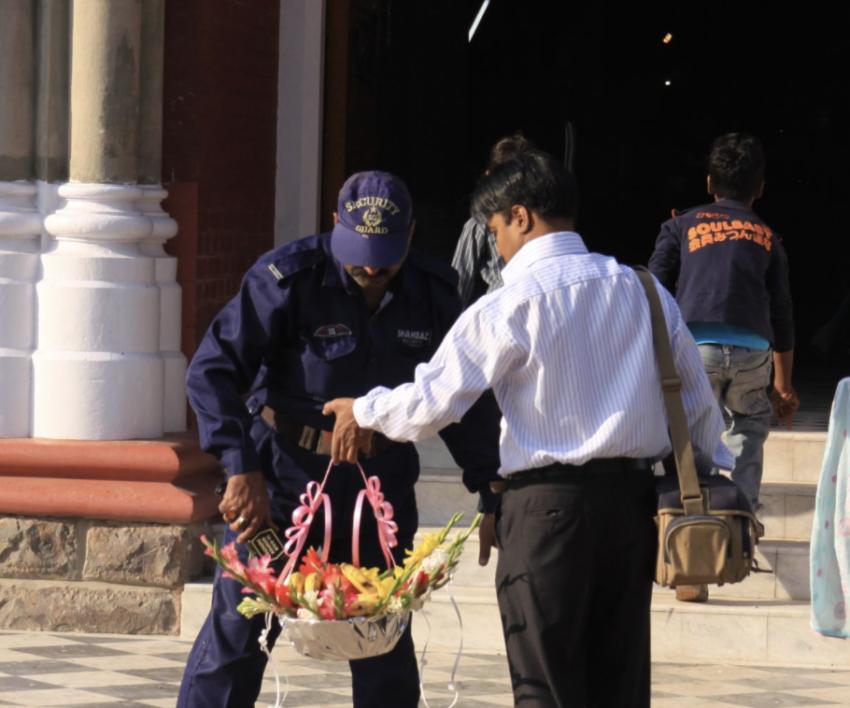 Católicos de Pakistán se ofrecen como voluntarios para proteger los templos
