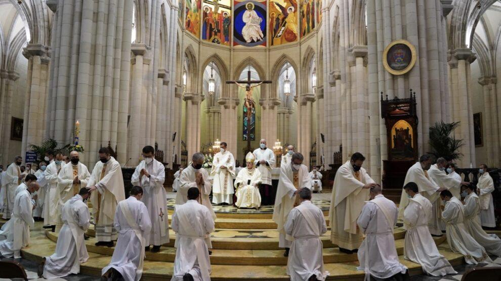 Osoro, a los doce nuevos sacerdotes de Madrid: «Sabeos elegidos por el Señor»
