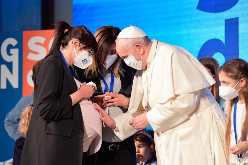 El Papa Francisco advierte: «Sin natalidad no hay futuro»