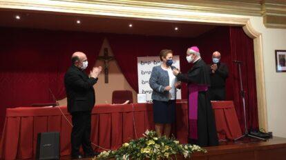 El obispo de Ourense entrega a Josefa Ledo la medalla «Pro Ecclesia et Pontifice»