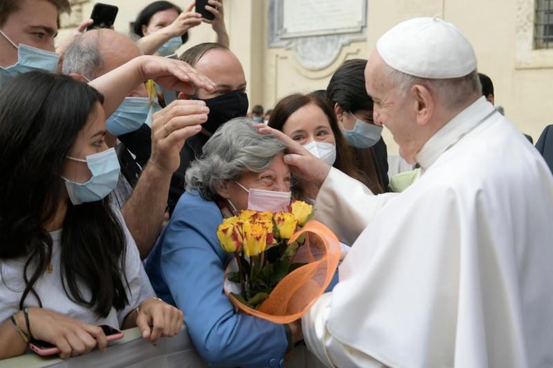 El Papa recuerda en la audiencia general que «la oración de Jesús por cada uno de nosotros no cesa»