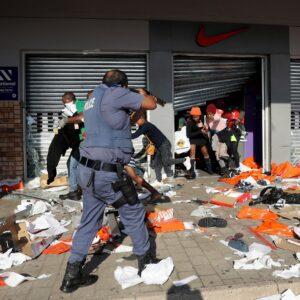 Sudáfrica: La Iglesia condena los saqueos, que atribuye a la pobreza de la gente, agravada por la covid-19