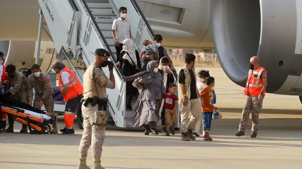 Refugiados afganos llegan a Torrejón