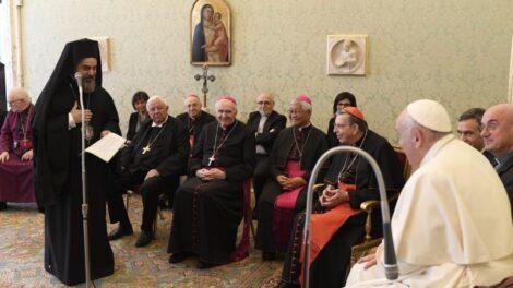 Papa con obispos amigos de los focolares